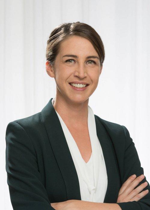 Frau mit Blazer, schwarz, Business, Mag. Ulrike Wagendorfer, Triple-A AG