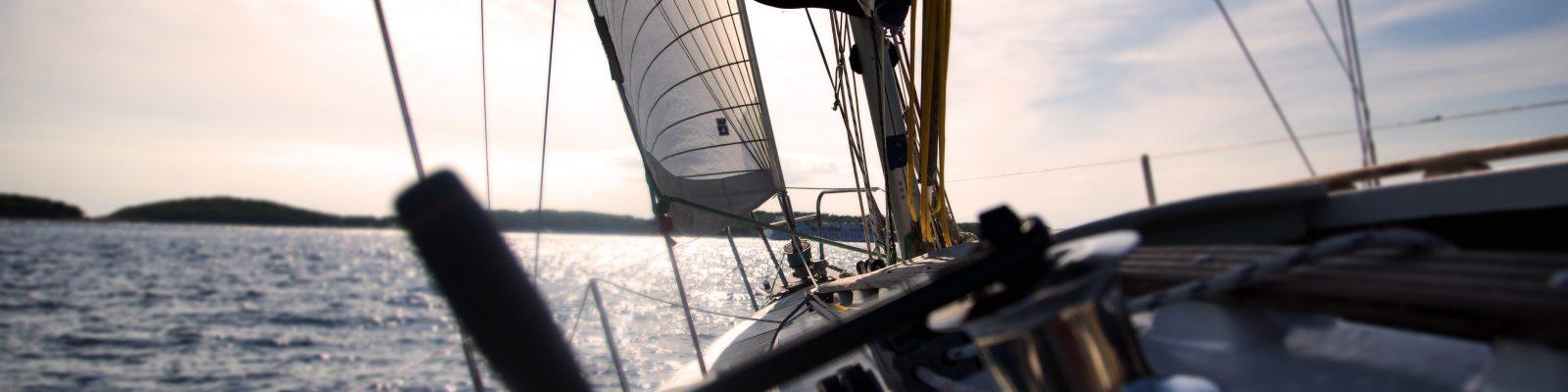 Blick über Segelboot auf dem Meer, Triple-A AG